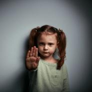 4 iunie – Ziua internațională a copiilor victime ale agresiunii