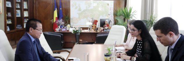 Întâlnire de lucru cu ambasadorul Republicii India la București, E.S. domnul Thanglura Darlong
