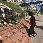 Depunerea de flori la Memorialul Eroilor Revoluției Demnității la Kiev, în Ucraina