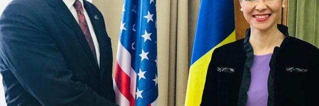 Întrevedere cu Ian Brownlee, adjunctul principal pentru afaceri consulare al asistentului Secretarului de Stat al SUA