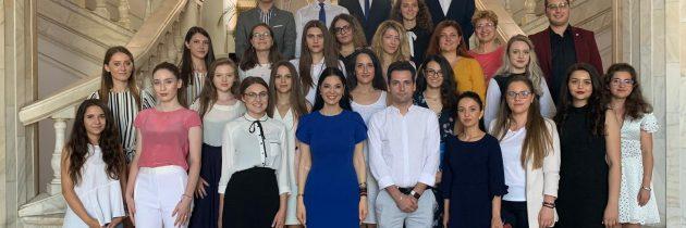 Întâlnire cu tinerii înscriși în Programul Oficial de Internship al Guvernului României