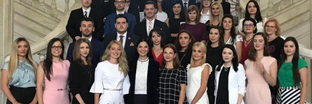 Ministrul justiţiei le-a urat succes notarilor publici numiţi în funcţie în urma promovării examenului de definitivat, la ceremonia de depunere a jurământului